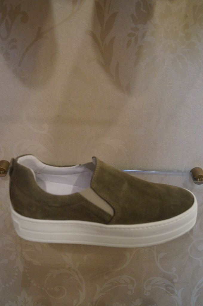 aPair slip-on 229eur